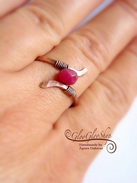 Kis kanyar rubinnal vörösréz gyűrű