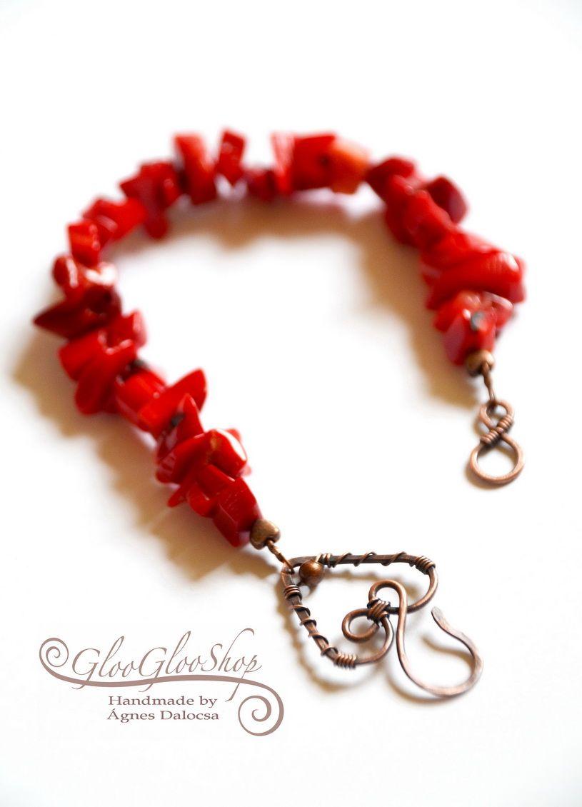 Szív a szíven, összeborúlva.... vöröskorall karkötő
